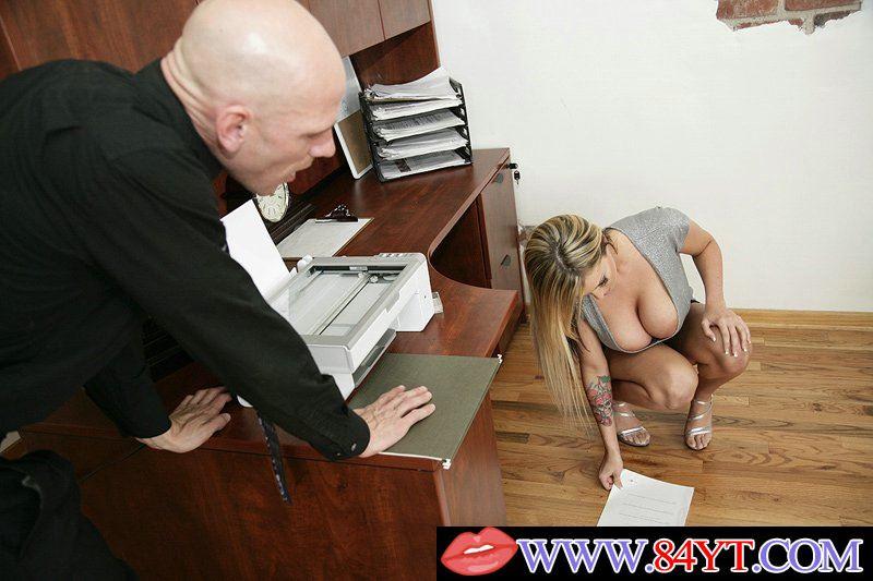 Порно массаж босс наказал свою распущенную секретаршу фото